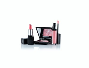 204968 doll10 3 piece illuminating lip and cheek collection 27 50 laun