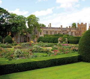 Sudeley castle 2014 queens garden highres 1
