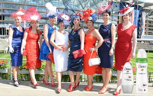 Ladies at the races v1